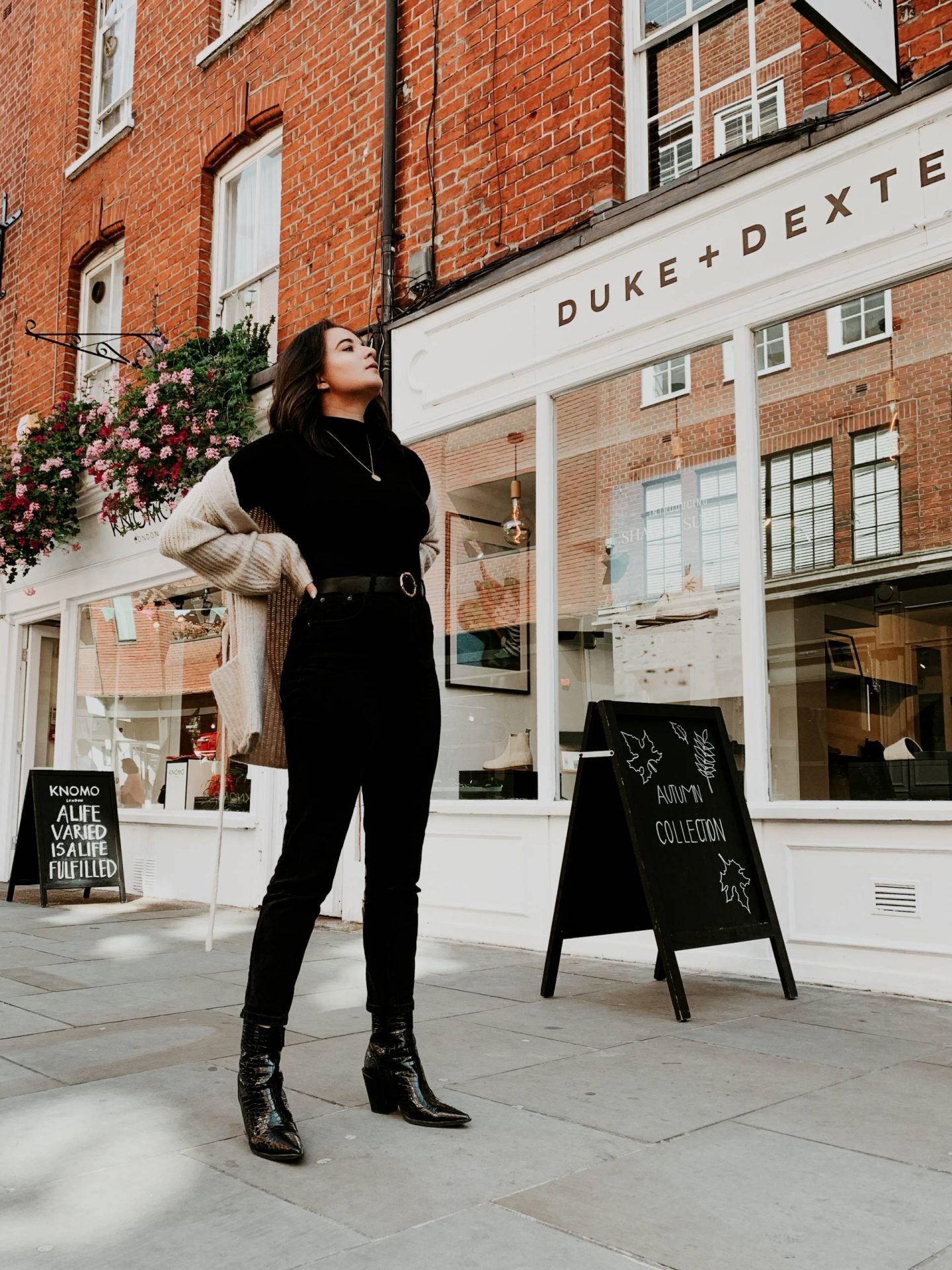 Seven Dials outfit photoshoot all black outfit
